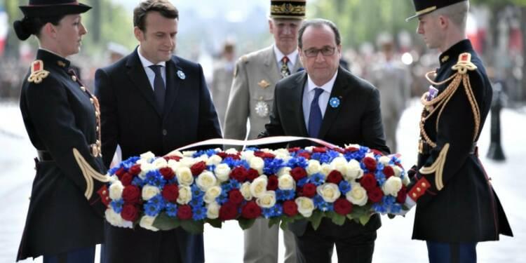 Emmanuel Macron accompagne François Hollande aux cérémonies du 8 mai