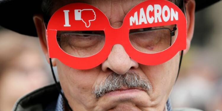 Défilé à Paris en forme d'avertissement social à Macron