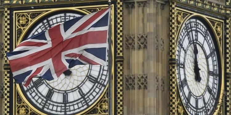 Chômage britannique stable, la croissance des salaires ralentit