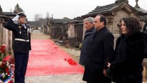Hommage silencieux de Hollande à Mitterrand, mort il y a 20 ans