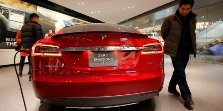 """Premier accident d'une Tesla en """"pilotage automatique"""" en Chine"""