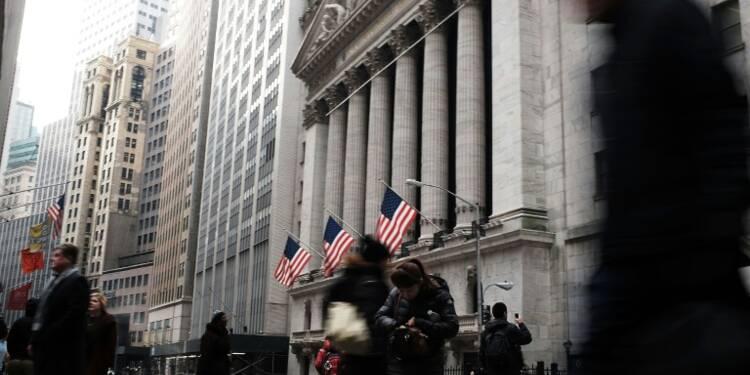 Wall Street finit en légère baisse pour débuter une semaine chargée