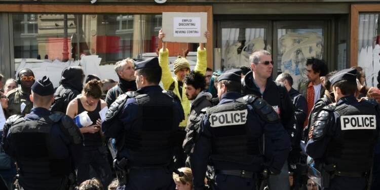 Trois fast-food bloqués à Paris par des manifestants