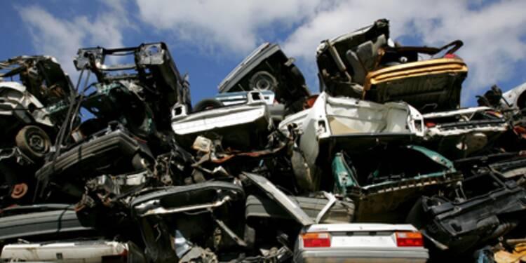 La chute du marché automobile ralentit en Europe grâce aux primes à la casse