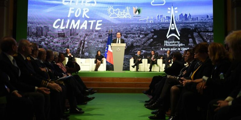 """François Hollande fait l'éloge du """"désintérêt"""" en politique"""