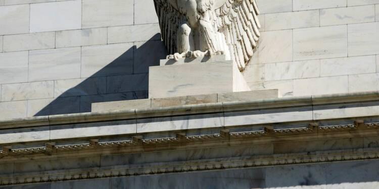 La Fed maintient le statu quo, voit une diminution des risques