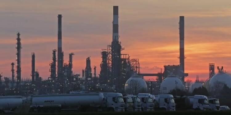"""La grève des raffineries, """"une perte importante"""" pour Total"""