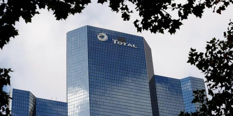 Total amplifie ses baisses de coûts et d'investissements