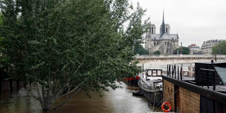 La Seine continue de monter à Paris, craintes en aval