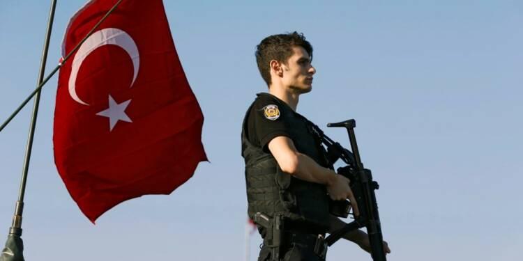 Le président turc reprend la main, les purges commencent