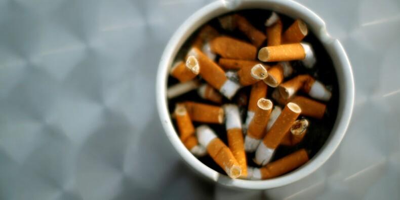 Le paquet de cigarettes neutre arrivera bien le 20 mai en France