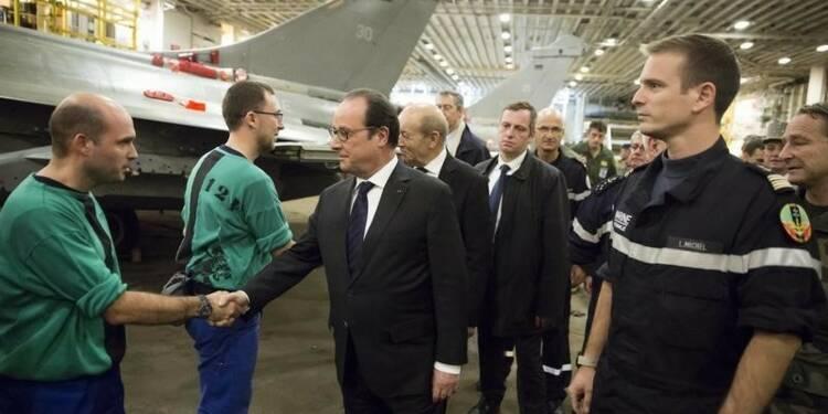 Hollande sur le Charles-de-Gaulle avant un scrutin difficile