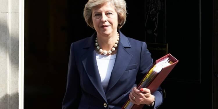 Royaume-Uni: Theresa May à Belfast pour parler Brexit et frontières