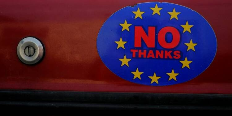 Un sondage donne une courte avance au camp du Brexit