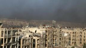 L'armée syrienne bombarde Alep, les rebelles nient un revers