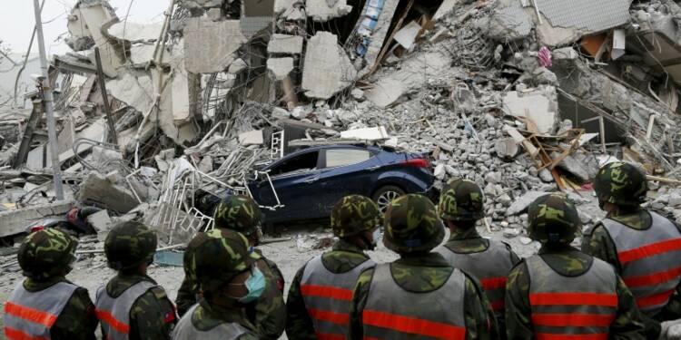 Au moins 12 morts dans un puissant séisme à Taïwan