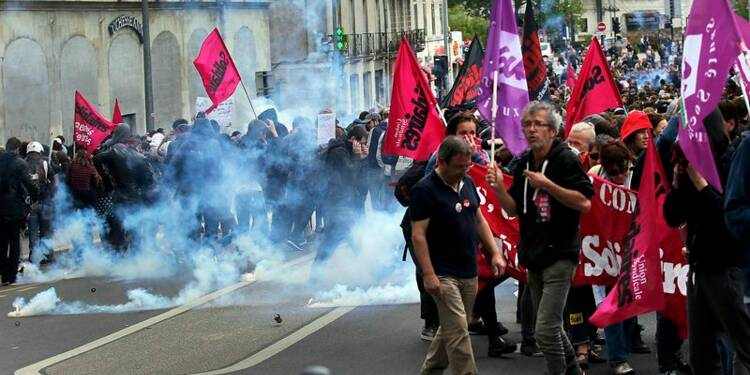 A Nantes, des manifestants bravent l'interdiction préfectorale