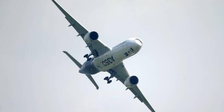 Airbus hésite à lancer un A350 agrandi, confiant face à Boeing