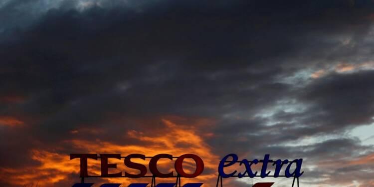 Tesco poursuit son redressement, les ventes remontent