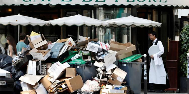 Les immondices s'accumulent à Paris à la veille de l'Euro