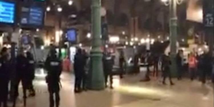Opération policière gare du Nord à Paris dans la nuit