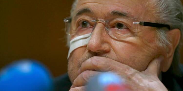 La FIFA inflige huit ans de suspension à Platini et Blatter