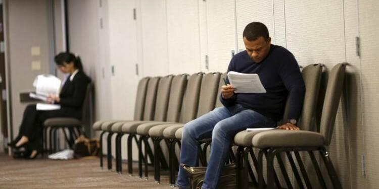Les inscriptions au chômage proches d'un creux de 42 ans aux USA