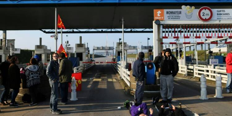Loi travail: la grève reconduite aux terminaux pétroliers du Havre
