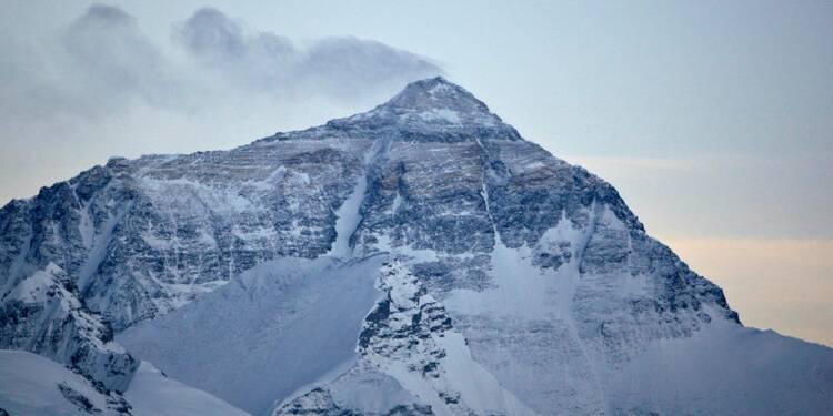 Neuf Sherpas au sommet de l'Everest