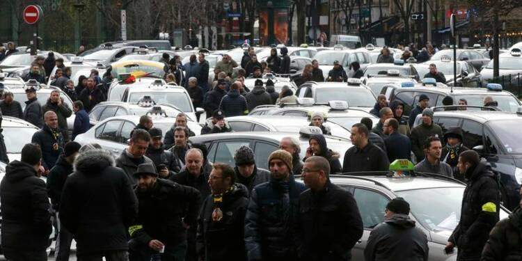 Des taxis poursuivent leur mouvement de protestation