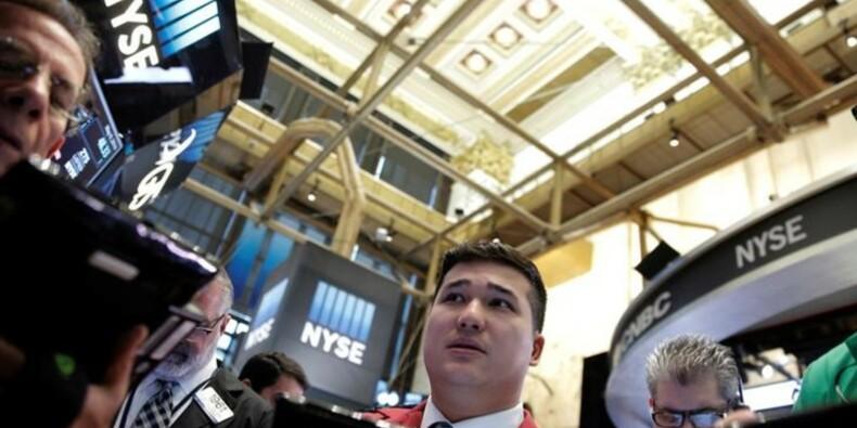 Wall Street termine en net rebond, Amazon recherché