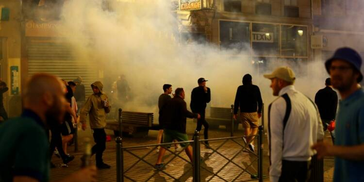 Des supporters anglais dispersés par la police à Lille