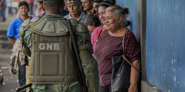 Venezuela: l'opposition accentue la pression sur Maduro
