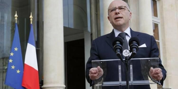 """Bernard Cazeneuve appelle les """"anti-flics"""" à """"l'humanité"""""""