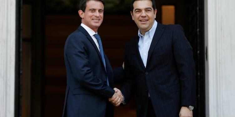 Valls salue Tsipras le réformateur, appelle à investir en Grèce