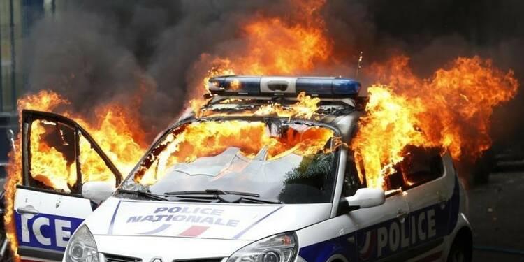 Quatre personnes mises en examen pour la voiture brûlée à Paris