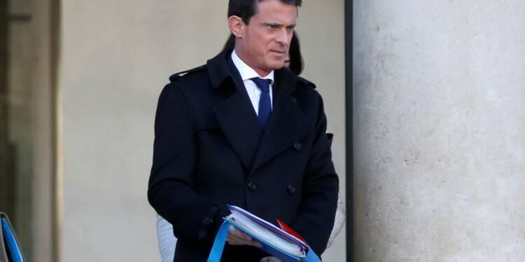 """Manuel Valls dénonce les arguments """"infondés"""" sur la déchéance"""