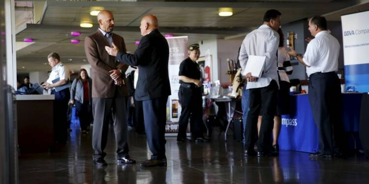 Plus d'emplois créés que prévu dans le privé en décembre aux USA