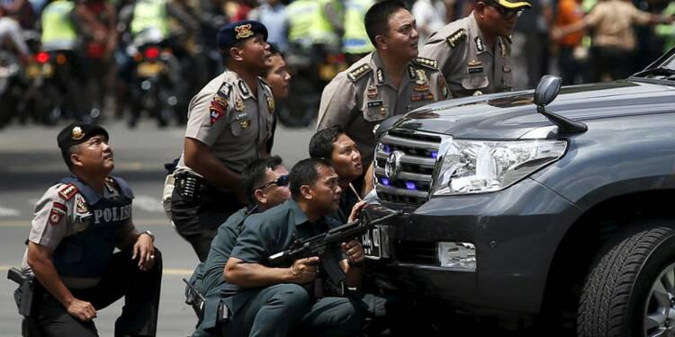 L'EI frappe au coeur de Djakarta, sept morts