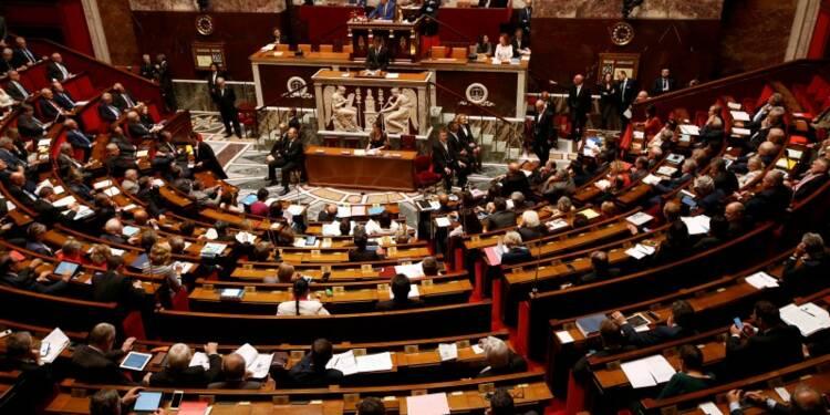 Aucune motion de censure déposée, la loi Travail adoptée