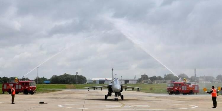 """Premier vol officiel du """"Tejas"""", l'avion de combat indien"""
