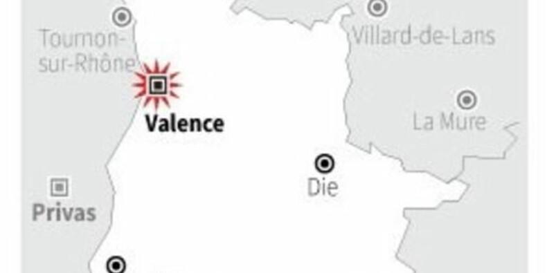 Une voiture fonce sur des militaires à Valence