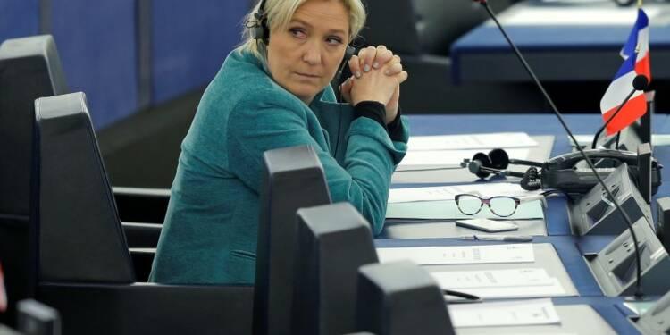 Marine Le Pen défend la sortie de l'euro au nom de la vérité