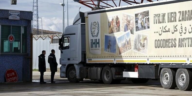 L'aide turque entre en Syrie pour aider les réfugiés d'Alep