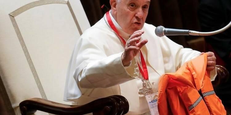 Les migrants ne sont pas dangereux mais en danger, dit le pape