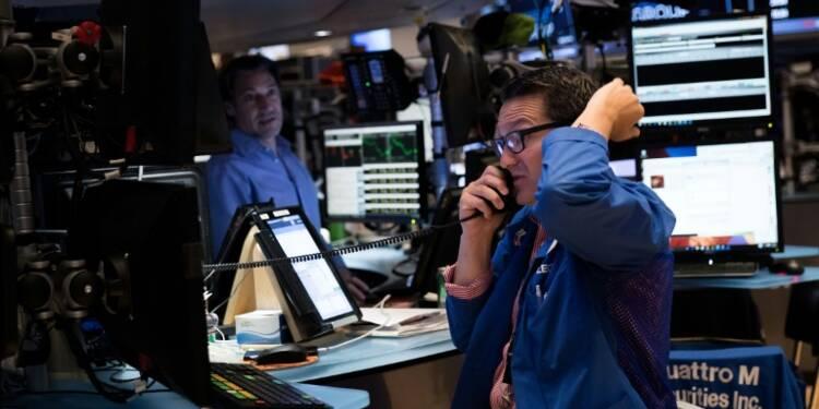 Wall Street chute mais résiste à la panique après le Brexit
