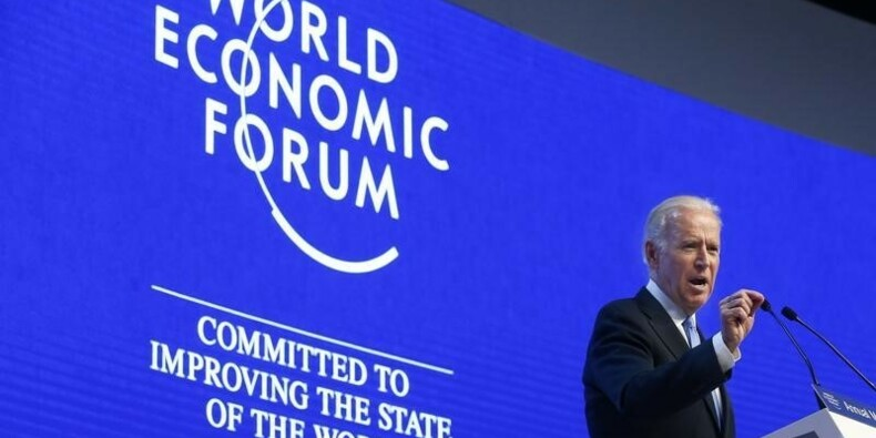 La tourmente sur les marchés s'invite dans les débats de Davos