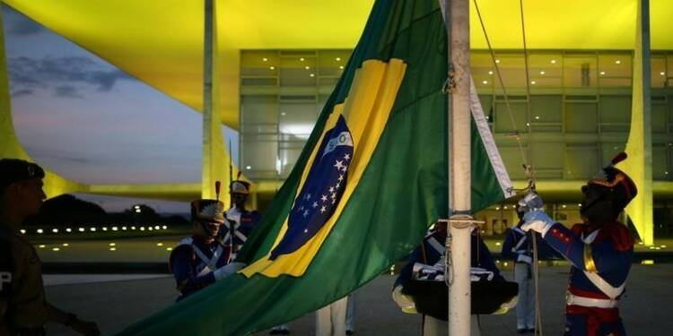 Le PIB du Brésil baisse, mais moins que prévu