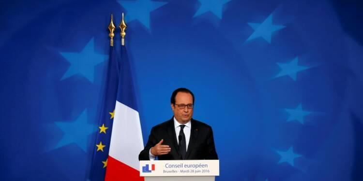 """Hollande juge les projets des candidats de droite """"dangereux"""""""