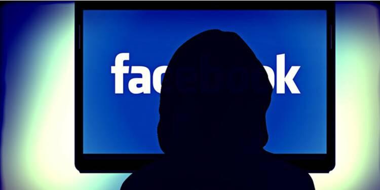 Le gendarme du web déclare la guerre à Facebook